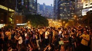 Mardi 30 septembre 2014. Le mouvement hongkongais « Occupy Central » a été débordé par la jeunesse, qui a commencé à manifester vendredi 26 septembre et rallie à présent tous les échelons de la société.