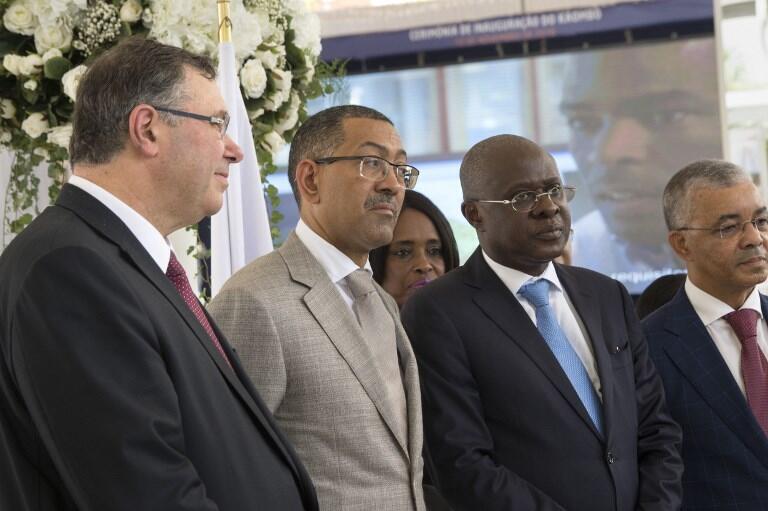 Le PDG de Total, Patrick Pouyanné, le ministre des Ressources angolais Diamantino Azevedo et le ministre de l'Economie, Manuel Nunes Junior, le 10 novembre 2018 pour l'inauguraiton du champ pétrolier Kaombo.