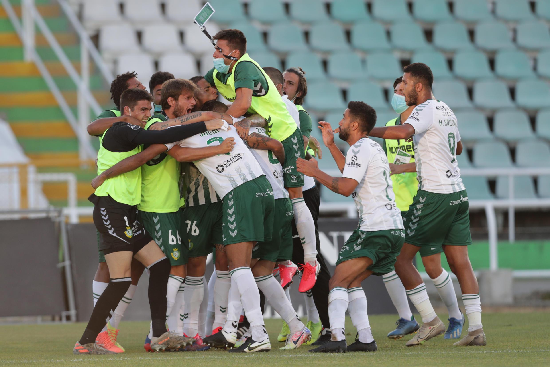 Os jogadores do Vitória de Setúbal festejaram a manutenção no passado fim de semana, isto antes da decisão da Liga Portuguesa de futebol.
