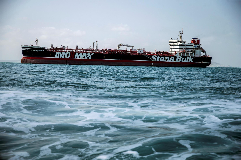 """علی ربیعی، سخنگوی دولت ایران، روز دوشنبه اول مهر گفته بود از نفتکش """"استینا ایمپرو"""" رفع توقیف شده و این کشتی آماده ترک بندرعباس است."""