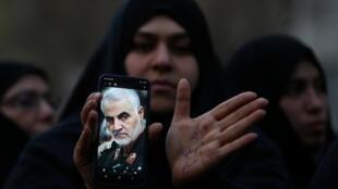 Manifestation devant le bureau des Nations unies à Téhéran,  le 3 janvier 2020 contre l'assassinat du général iranien Soleimani lors de frappes aériennes américaines.