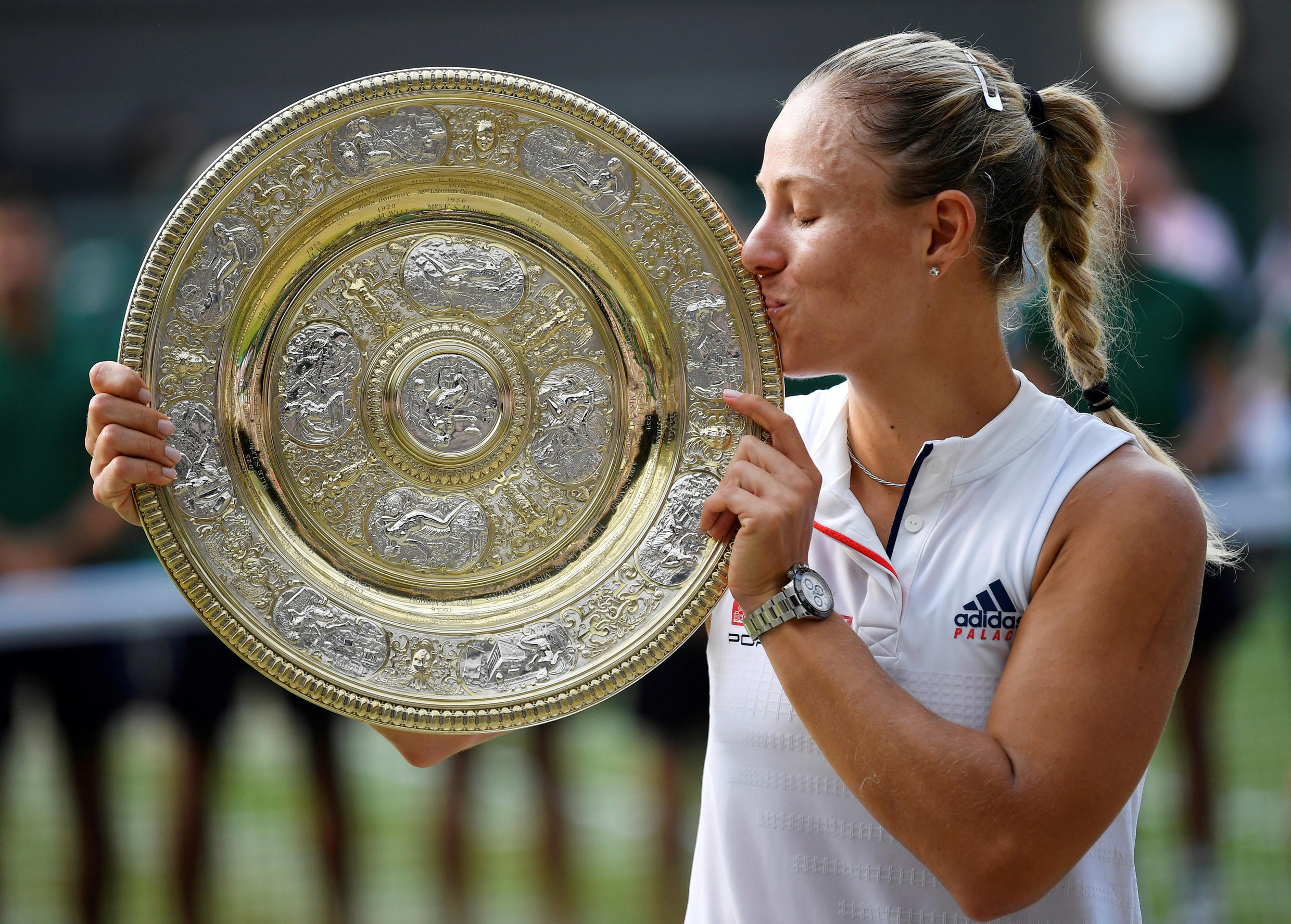 Angelique Kerber with her Wimbledon title in 2018