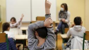 Le port du masque pour les instituteurs de maternelle et d'élémentaire pose question