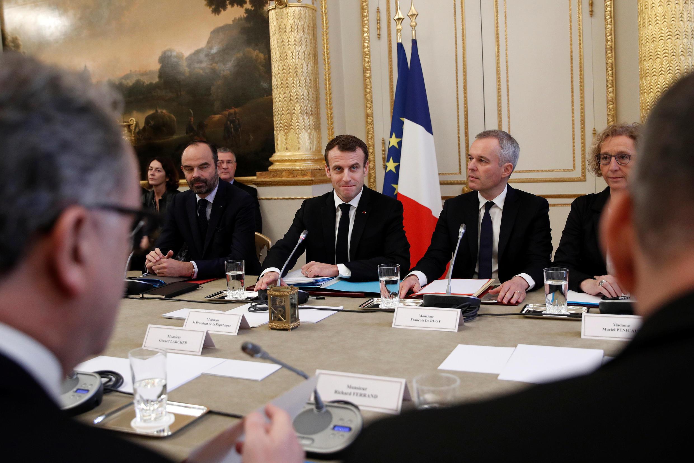 Расширенное совещание президента и премьер-министра Франции Эмманюэля Макрона и Эдуара Филиппа в рамках подготовки специального заявления президента вечером 10 декабря