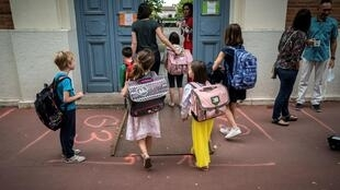 2020-09-01 france covid-19 back to school students teachers