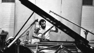 Ron Geesin en avril 1969 à la Maison de la radio à Copenhague.
