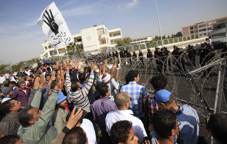 Gần 1000 người đã thiệt mạng trong các vụ đụng độ giữa phe ủng hộ ông Morsi và và lực lượng an ninh Ai Cập - REUTERS /Amr Abdallah Dalsh