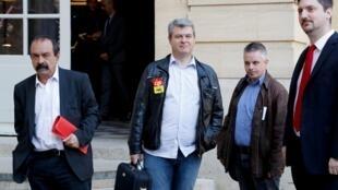 Philippe Martinez, secretário-geral da CGT (à esquerda) e membros da CGT. Palácio de Matignon. 7 de Maio de 2018.