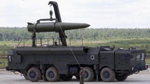 ایالات متحد آمریکا در سال ٢٠١٤ اعلام کرد که طرف روسی به تعهدات خود عمل نمیکند و سه سال بعد تولید موشکهای «اسکندر» با بُرد بیش از ۵٠٠ کیلومتر را مغایر با مفاد این پیمان دانست.