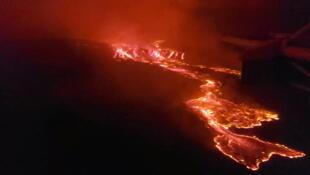 Vue aérienne des coulées de lave provoquées par l'éruption du volcan Nyiragongo, près de la ville de Goma en RDC, le 22 mai 2021.