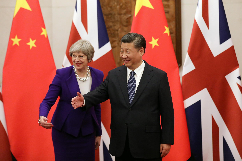 Chủ tịch Trung Quốc Tập Cận Bình tiếp thủ tướng Anh Theresa May tại Đại Lễ Đường Nhân Dân, Bắc Kinh, ngày 01/02/2018.