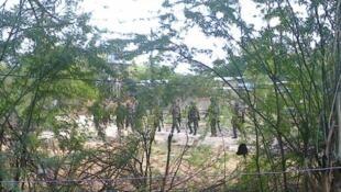 Силы безопасности Кении недалеко от университета в Грассии, 2 апреля 2015 г.