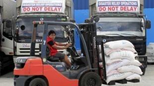 La capitale Manille se prépare à accueillir le typhon Hagupit qui a déjà dévasté le centre et l'est de l'archipel.