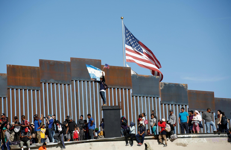 Caravana de migrantes da América Central em Tijuana, na fronteira do México com os Estados Unidos.