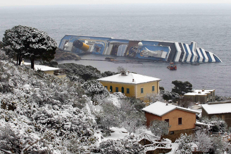 Imagem do navio Costa Concordia, que afundou no dia 13 de janeiro de 2012