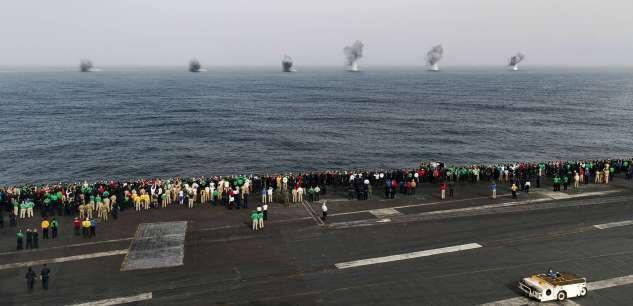 """ناو هواپیمابر """"یواساس آبراهام لینکلن""""، به علت بالاگرفتن تنشها در منطقه به خلیج فارس فرستاده شد."""