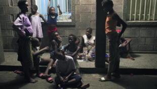 Des enfants des rues dans un centre d'accueil à Kinshasa.