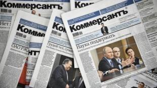 Tout le service politique du journal russe Kommersant a démissionné lundi pour protester contre le renvoi de deux collègues à la suite d'un article sur la présidente du Sénat.