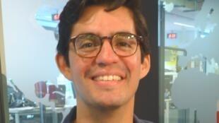 Ronald Reyes Sevilla en los estudios de RFI.