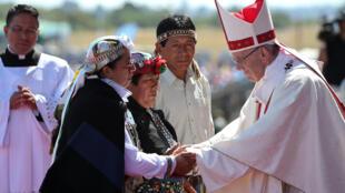 O papa Francisco durante missa na base aérea de Temuco, no Chile, em 17 de janeiro de 2018.