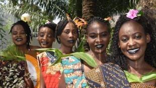 Les Mamans du Congo chantent en langue lari des airs traditionnels du peuple Kongo.
