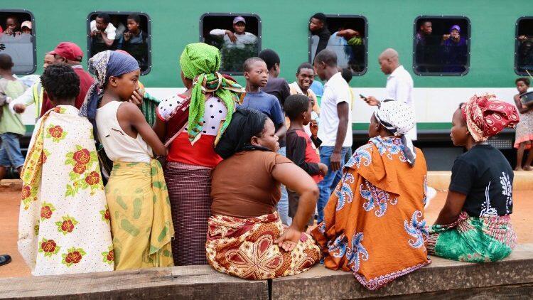 Primeira jornada da juventude em Chimoio, Moçambique, com católicos pedindo a jovens a rejeitar violência
