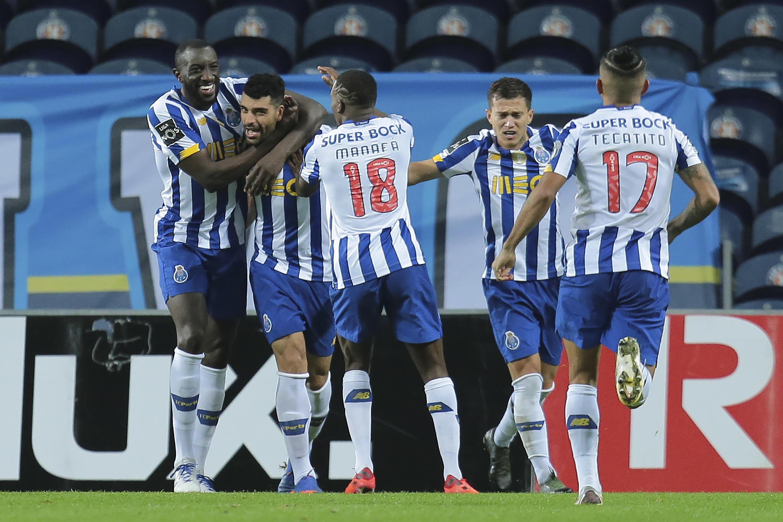 Os jogadores do FC Porto festejam o triunfo por 3-1 frente ao Portimonense.