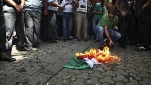 Un drapeau hongrois a été brûlé samedi devant le consulat à Erevan.