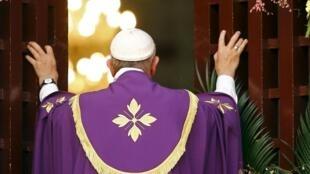 Le Pape François, lors de la messe dans la cathédrale Notre-Dame de Bangui (Centrafrique), le 29 novembre 2015.