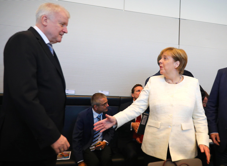 Thủ tướng Angela Merkel and bộ trưởng Nội Vụ Horst Seehofer tại cuộc họp ở Berlin, ngày 03/07/2018.