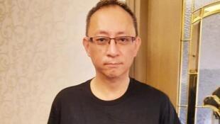 """去年因资助在台""""反送中""""示威者就学,而被港警逮捕的香港网络电台主持人""""杰斯""""(本名尹耀升),7日再度被拘。(图取自facebook.com/www.giggs.hk)"""
