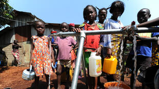 Des enfants réfugiés au camp de Don Bosco, à Bangui, en RCA, le 14 décembre 2013.