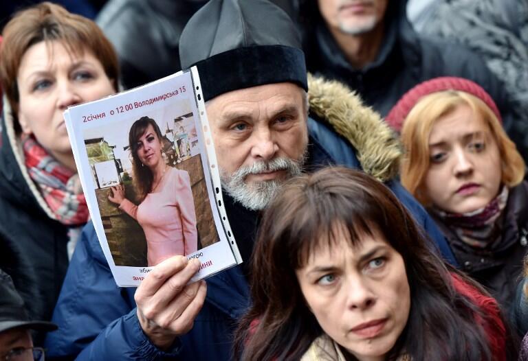 Ukraina : Người biểu tình cầm ảnh nữ luật sư bị sát hại, Iryna Nozdrovska. Ảnh 02/01/2018 tại Kiev.