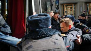 La figure de l'opposition Alexeï Navalny lors de son arrestation le dimanche 26 mars à Moscou, au cours d'une manifestation anticorruption.