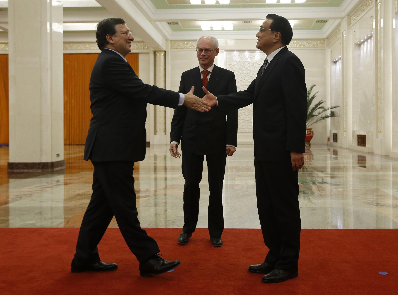 China's Premier Li Keqiang with European Commission President Barroso in Beijing, 21 November, 2013