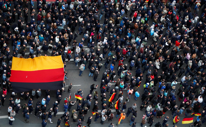 Imagem da manifestação anti-imigração em Chemnitz