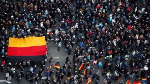 Флаг Германии на акции противников мигрантов в Хемнице, 1 сентября 2018 года