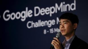 Le champion sud-coréen Lee Se-dol lors d'une conférence sur le match qui va l'opposer au logiciel DeepMind au jeu de go.