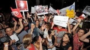 La marche contre un projet d'article de la Constitution qui revient  sur le principe de l'égalité des sexes. A Tunis, le 13 août 2012.