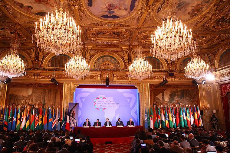 A Cimeira França-África para a paz e segurança decorreu nos dias 6 e 7 de Dezembro em Paris.