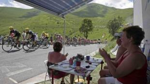 Más allá del evento deportivo, el Tour de France es una fiesta popular.