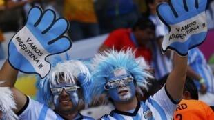 Supporters argentins, lors du match Argentine/Iran, le 21 juin 2014.
