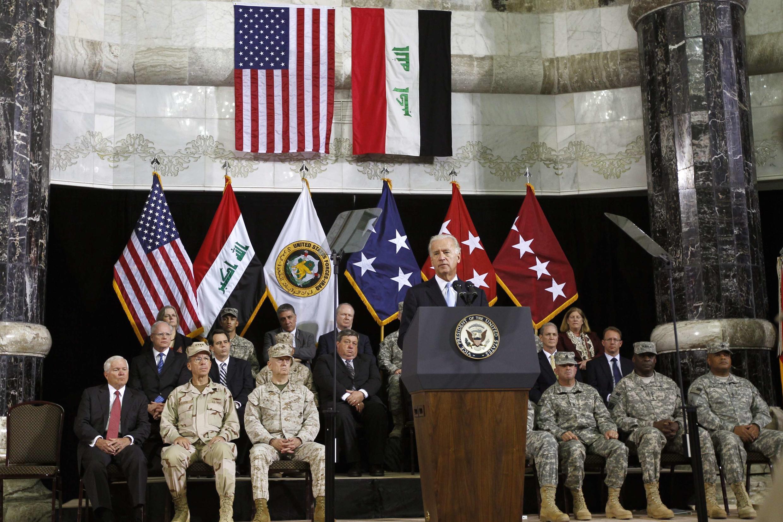 Phó tổng thống Mỹ Joe Biden phát biểu trong buổi lễ trao quyền chỉ huy cho quân đội Irak tại trại Victory Baghdad hôm 1/9/2010