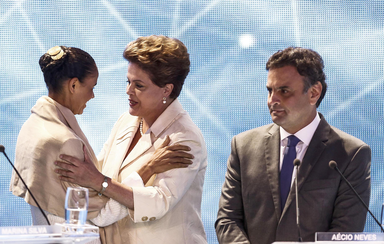 Las candidatas Marina Silva y Dilma Rousseff antes de un debate televisivo, el pasado 26 de agosto de 2014.