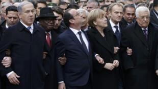 Presidente François Hollande e outros dirigentes mundiais na marcha republicana de Paris