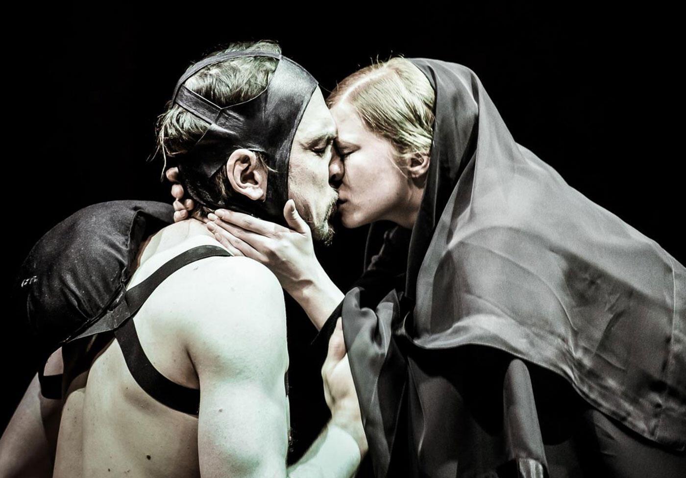 El actor Lars Eidinger da vida al cruel y deforme Riacrdo III.