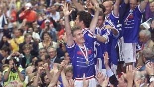 Didier Deschamps, thủ quân vô địch thế giới 1998, đang mơ ước tìm lại vinh quang trên cương vị huấn luyện viên đội tuyển quốc gia.