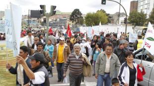 Marcha contra el gobierno de Rafael Correa, este 8 de marzo de 2012 en Quito.