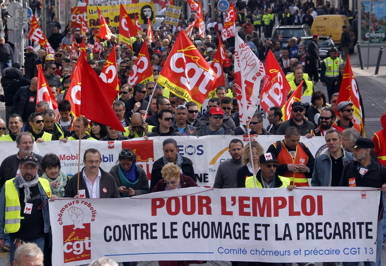 """Манифестация профсоюзов в Марселе под лозунгами """"Против безработицы и непостоянной занятости"""""""