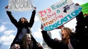 Estudantes protestam em Washington, DC em 14 de Março de 2018. Eleitorado feminino deverá ser determinante nas eleições de meio de mandato dos Estados Unidos